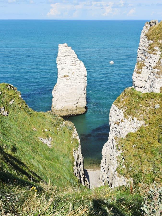 Plage de la Manche d'albatre de petite ferme d'Etretat photo stock