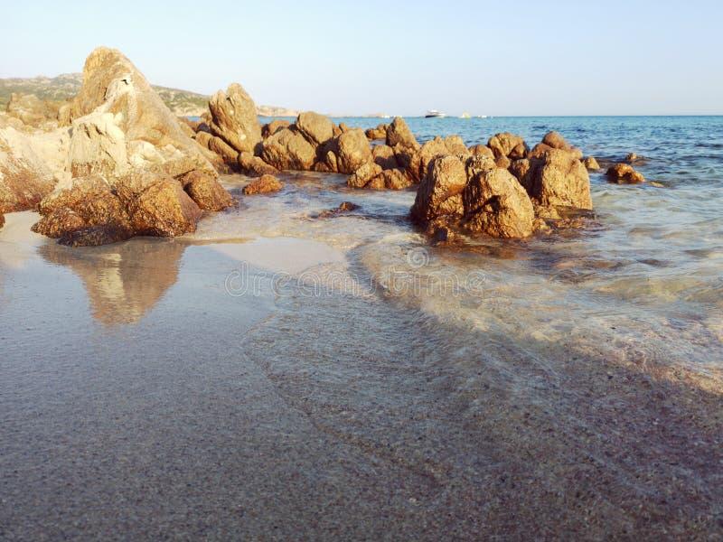 Plage de la Sardaigne au masua de Porto Flavia photos libres de droits