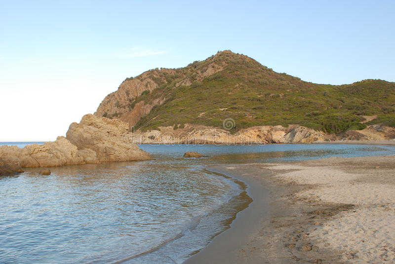 Plage de Marina di Gairo en Sardaigne photo stock