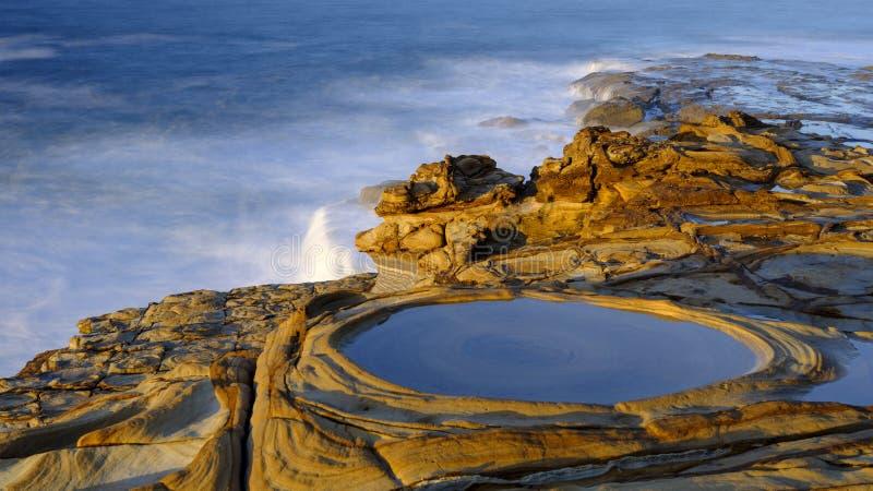 Plage de mastic au lever de soleil, parc national de Bouddi, NSW, Australie image libre de droits