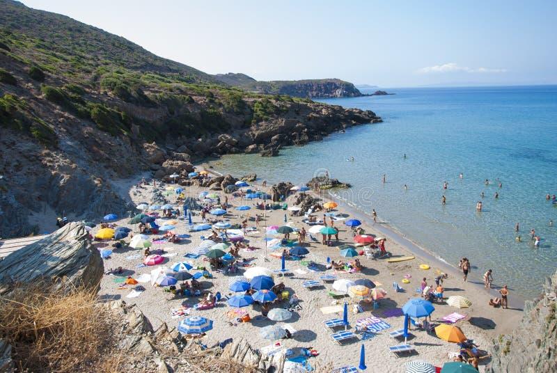 Plage de Masua, Italie - 19 août : La plage de Masua dans Nebida a rappelé dedans photos libres de droits