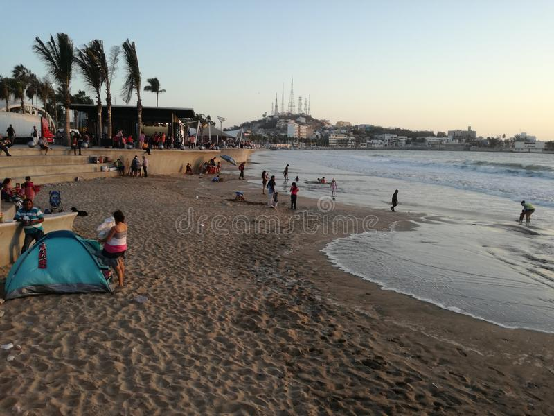 Plage de Mazatlan à midi image stock