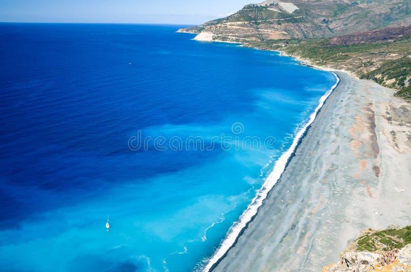 Plage de Nonza de caillou sur la côte ouest de la Corse, France photos stock