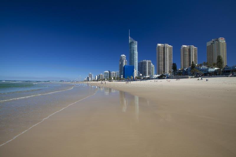 Plage de paradis de surfers sur la Gold Coast image stock