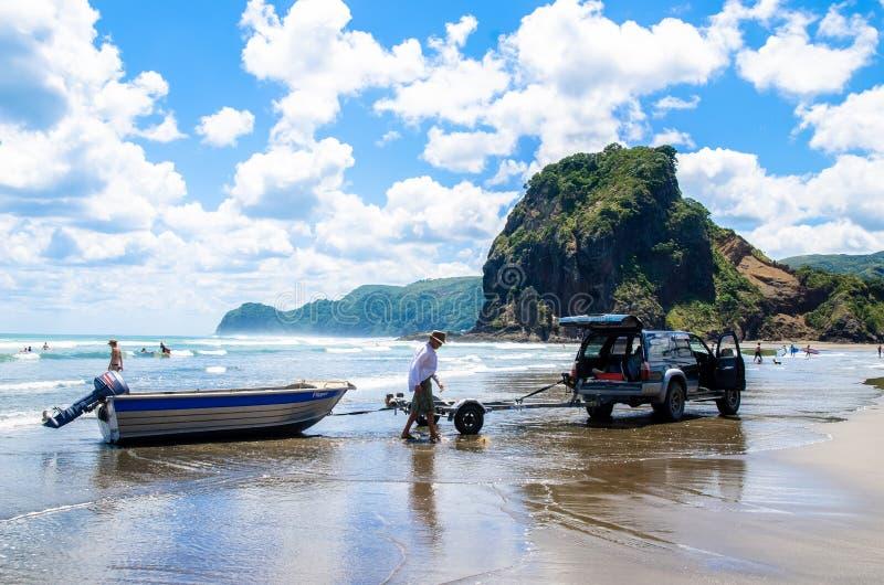 Plage de Piha qui est située à la côte ouest à Auckland, Nouvelle-Zélande photos stock