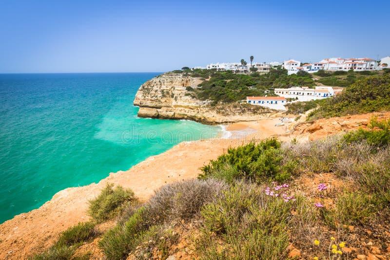 Plage de Praia de Benagil sur la côte atlantique, Algarve, Portugal images libres de droits