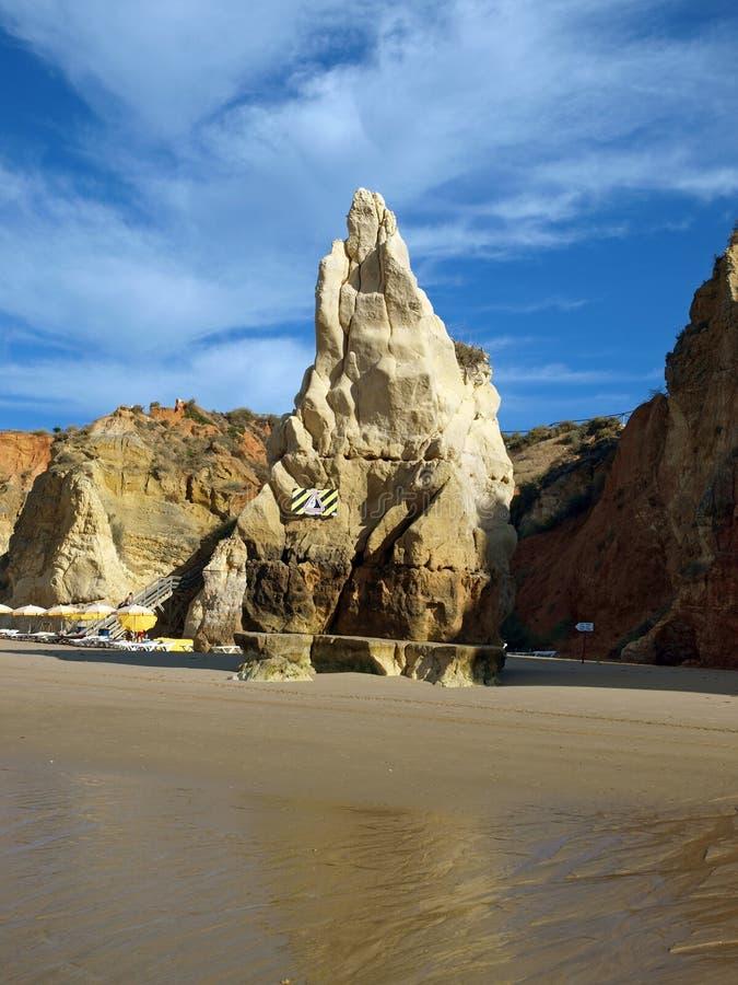Plage de Praia de Rocha sur l'Algarve photos libres de droits