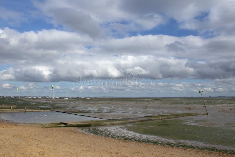 Plage de quai de Bell ? la Leigh-sur-mer, Essex, Angleterre photographie stock