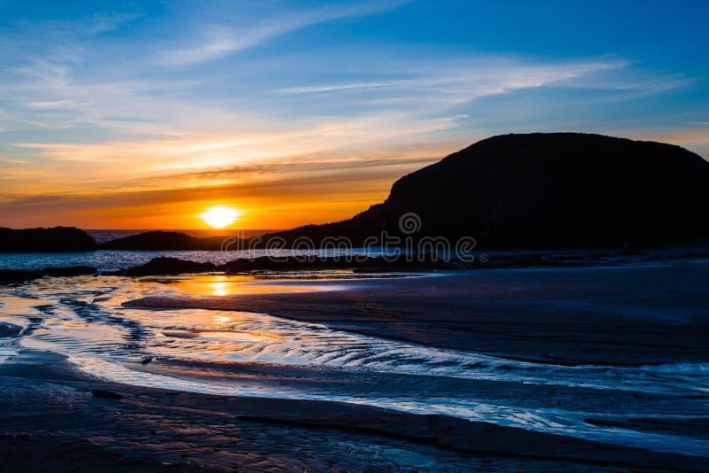 Plage de roche de joint au coucher du soleil en Orégon photographie stock libre de droits