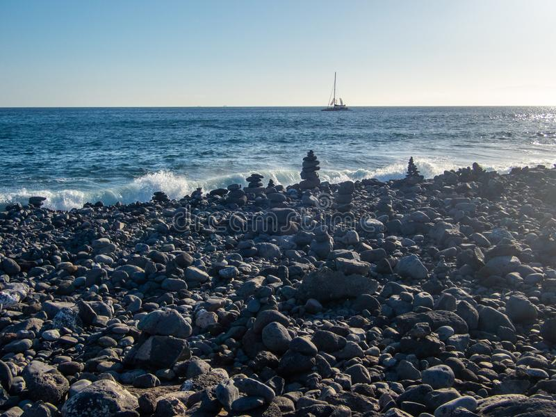 Plage de roche volcanique dans Ténérife, Îles Canaries photographie stock libre de droits