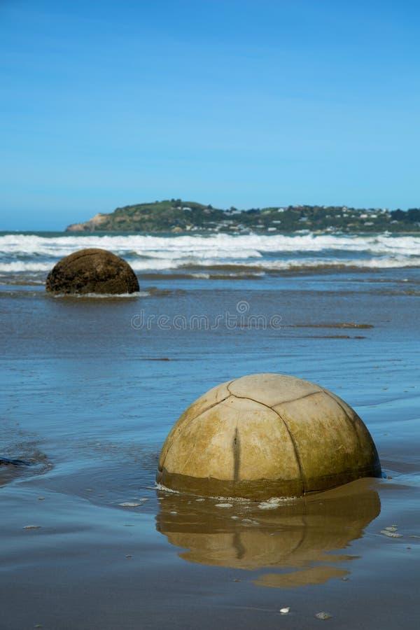 Plage de rochers de Moeraki au Nouvelle-Zélande image stock