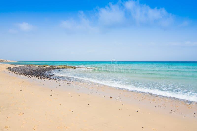 Plage de sable de Fuerteventura Jandia chez l'Océan Atlantique photographie stock libre de droits