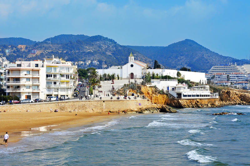 Plage de Sant Sebastia dans Sitges, Espagne photos libres de droits