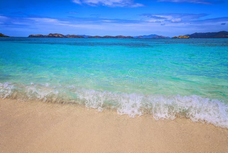 Plage de saphir sur l'île de St Thomas photo stock