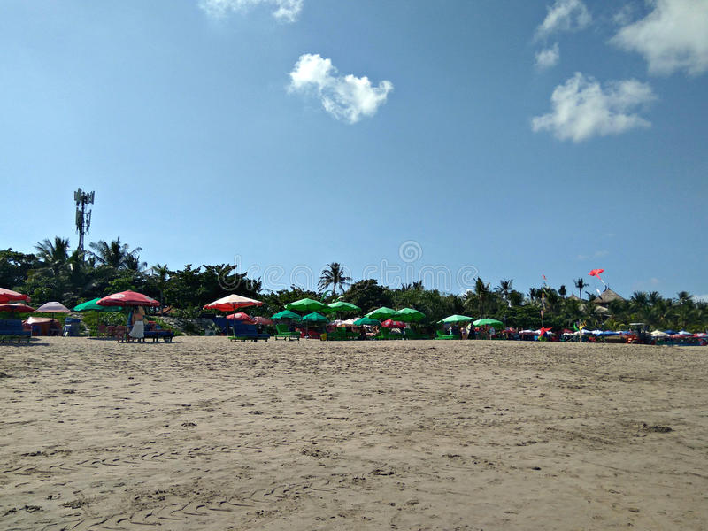 Download Plage de Seminyak photo stock. Image du sous, plage, ensoleillé - 76080774