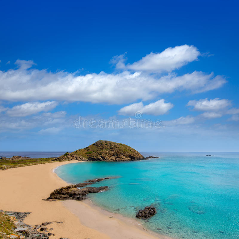 Plage de turquoise de Cala SA Mesquida Mao Mahon de Menorca images libres de droits