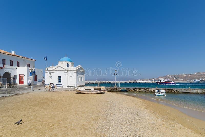 Plage de village de Chora et port - île de Mykonos Cyclades - mer Égée - Grèce image stock