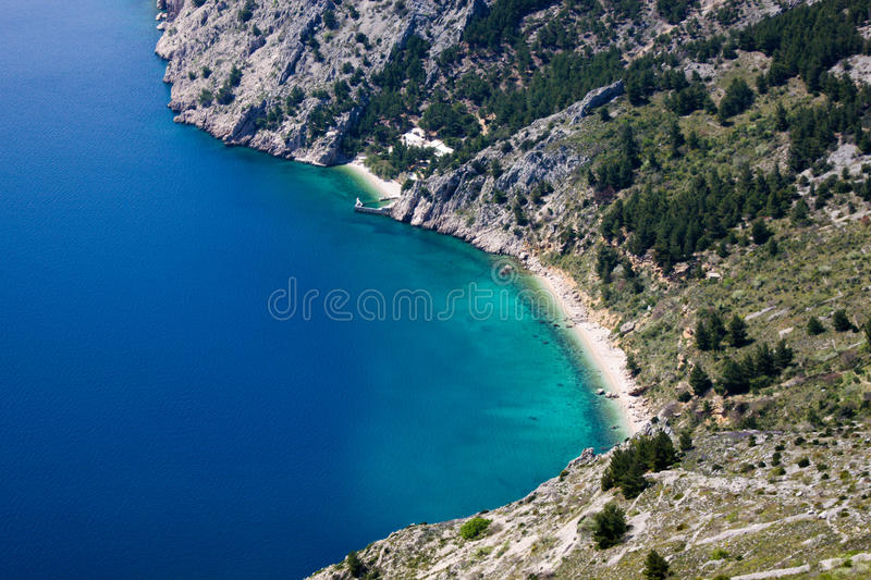 Plage de Vrulja près de Brela Croatie photo stock