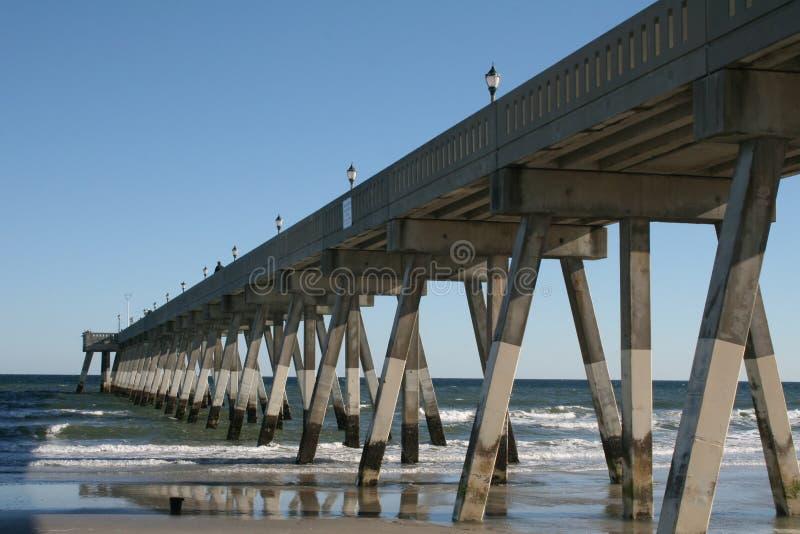 Plage de Wilmington de pilier de pêche photographie stock