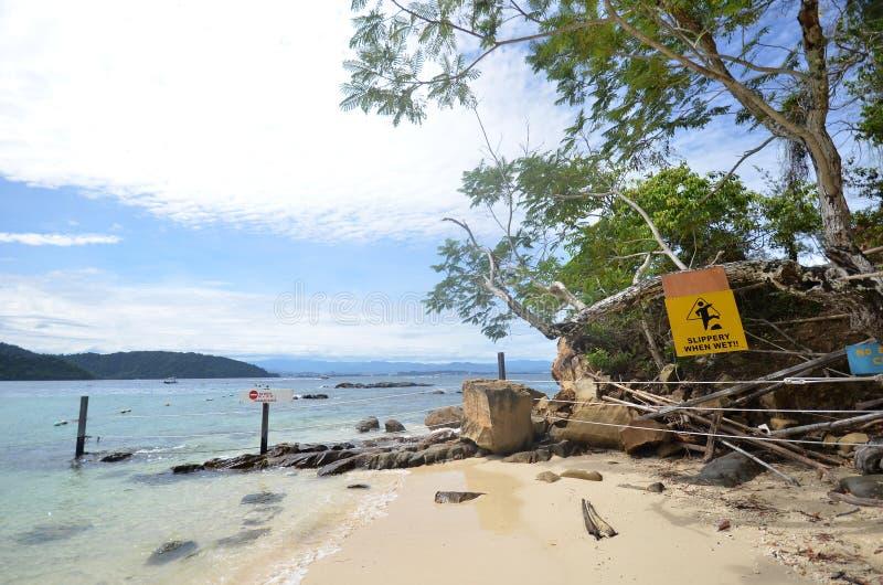 Plage en île de Sapi, Sabah Malaysia images stock