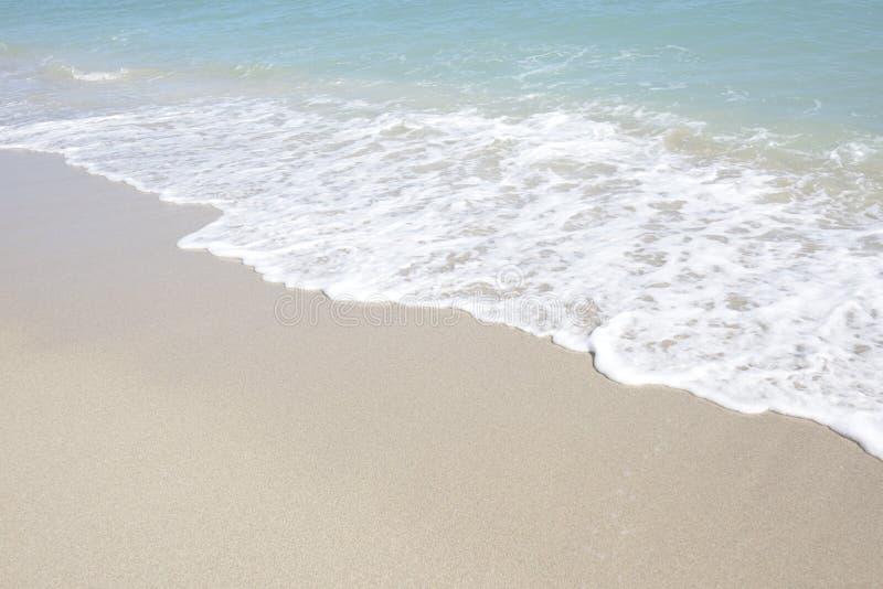 Plage ensoleillée d'îles images stock