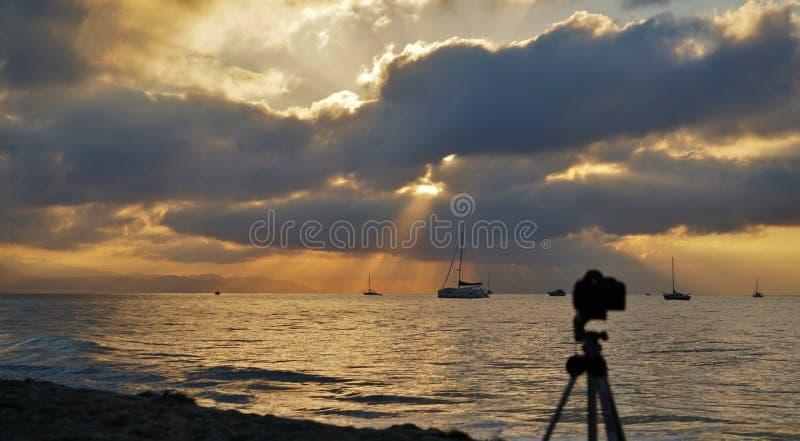 Plage est Santa Barbara California de lever de soleil photographie stock