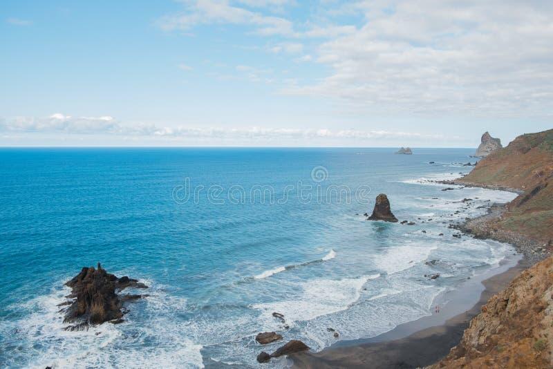 Plage et antenne d'océan, vue de littoral de Ténérife de courbe photos libres de droits