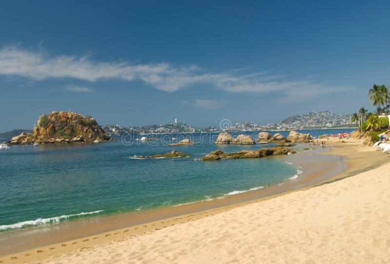 Plage et compartiment d'Acapulco photographie stock libre de droits