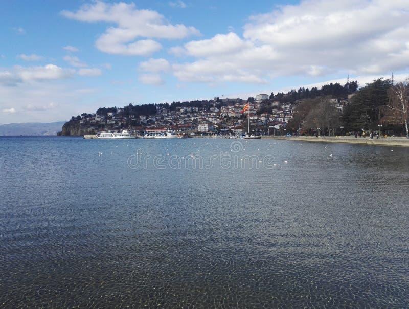 Plage et littoral sur le lac Ohrid, République de Macédoine du nord images libres de droits