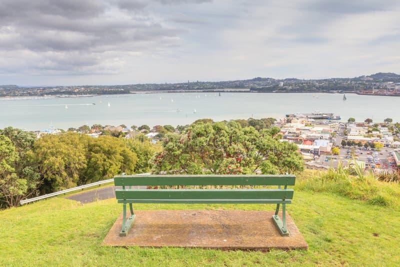 Plage et mer de négligence de banquette au Nouvelle-Zélande images libres de droits