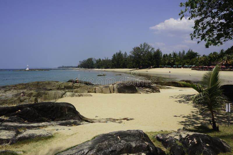 plage et océan merveilleux en Thaïlande pendant l'été images stock