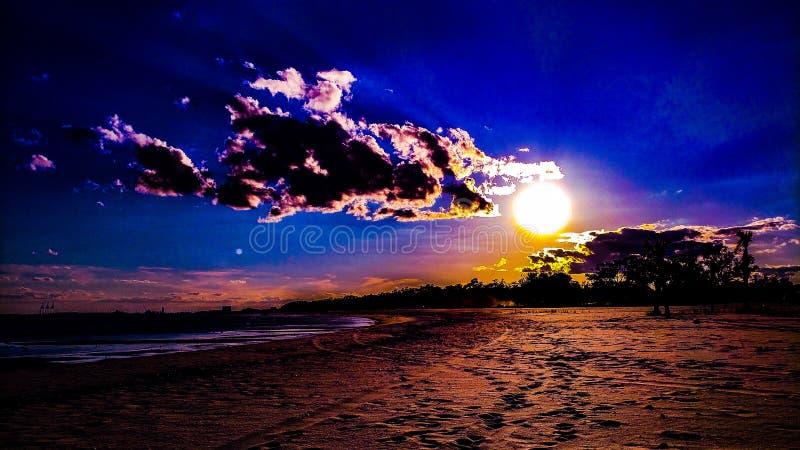 Plage et soleil imposés hyper photo libre de droits