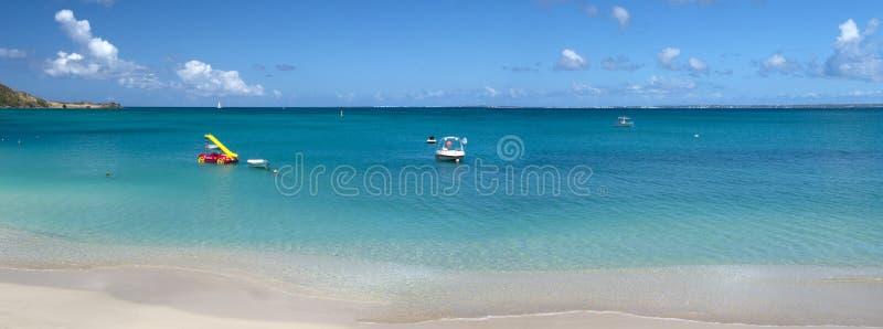 Plage grande de cas à St Martin dans les Caraïbe image stock