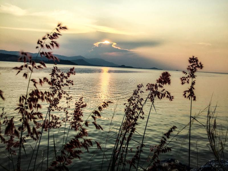 Plage impressionnante de coucher du soleil de destination de Koh Samui Thailand images libres de droits