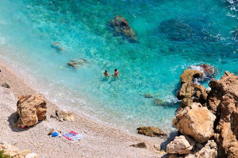 Plage méditerranéenne magnifique en été photographie stock