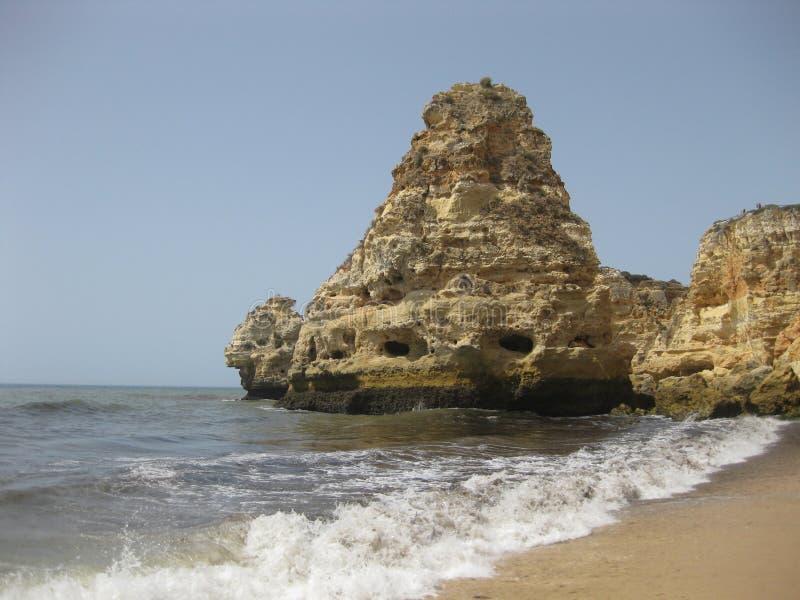 Plage merveilleuse dans la côte d'Algarve photographie stock libre de droits