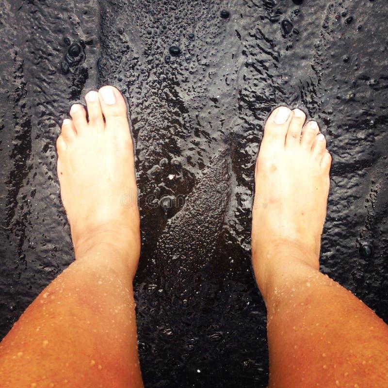 Plage noire de sable photo stock
