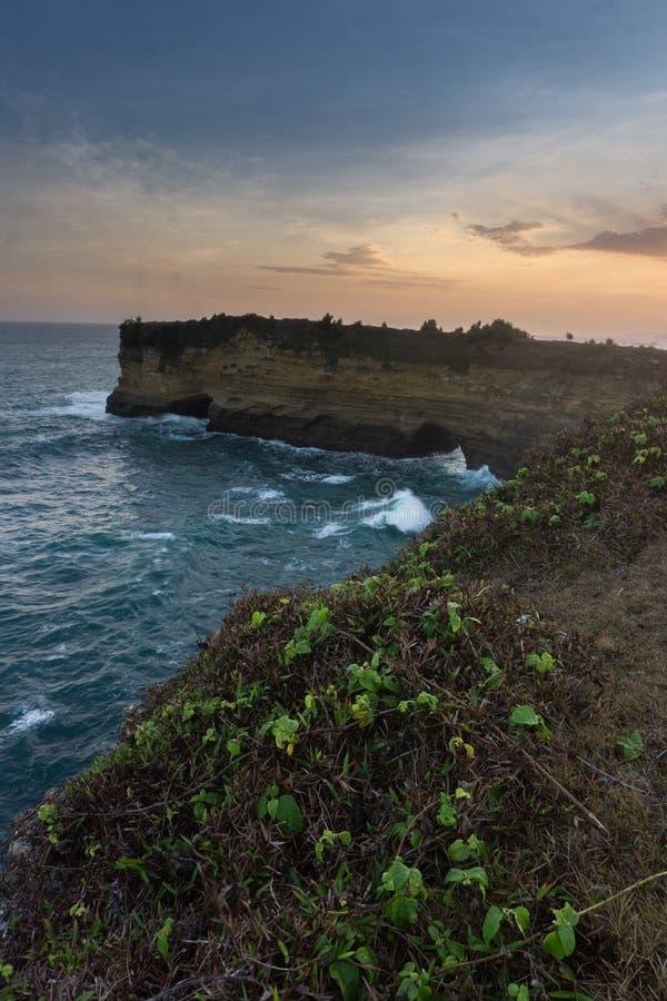 Plage Pacitan Java Indonesia est de Karangbolong images libres de droits