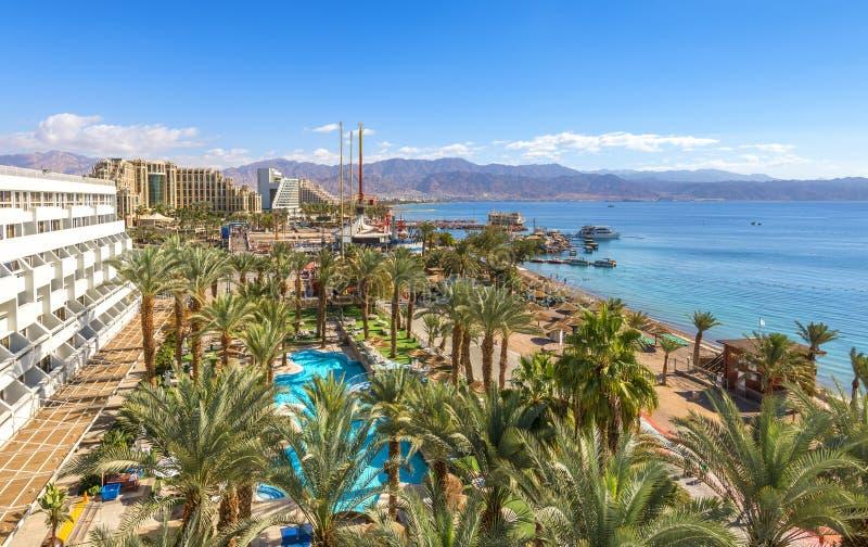 Plage publique centrale d'Eilat - ville célèbre de station de vacances et de récréation en Israël image stock