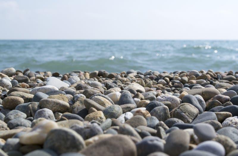 Plage rocheuse de mer photo libre de droits