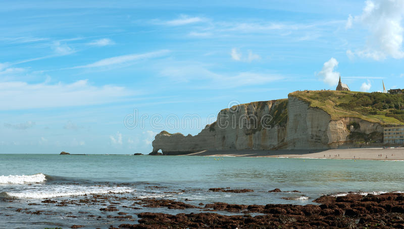 Plage rocheuse en Normandie, France photo stock