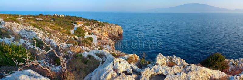 Plage rocheuse sur Zakynthos. photo stock