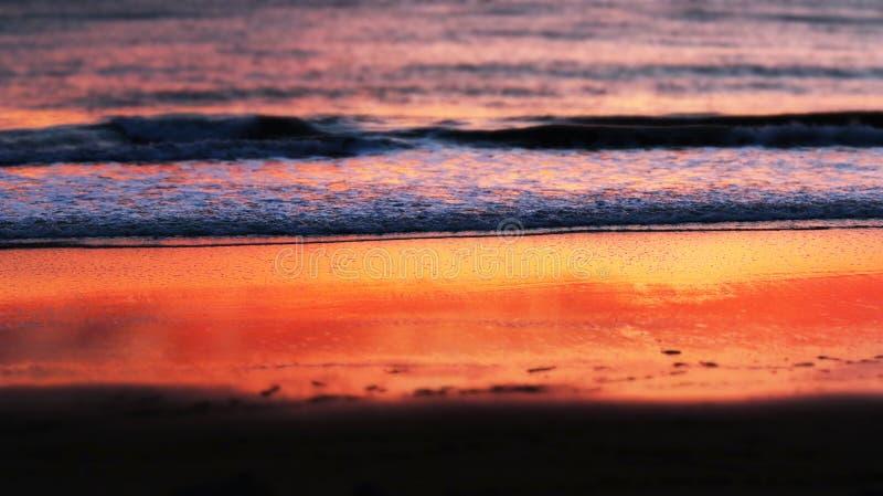 Plage Santa Barbara, la Californie de coucher du soleil photographie stock
