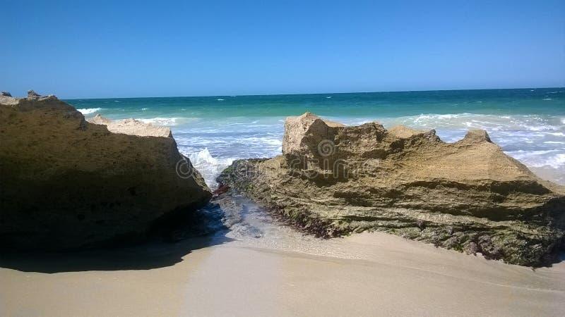 Plage scénique de Perth avec des roches à Perth Australie photo stock