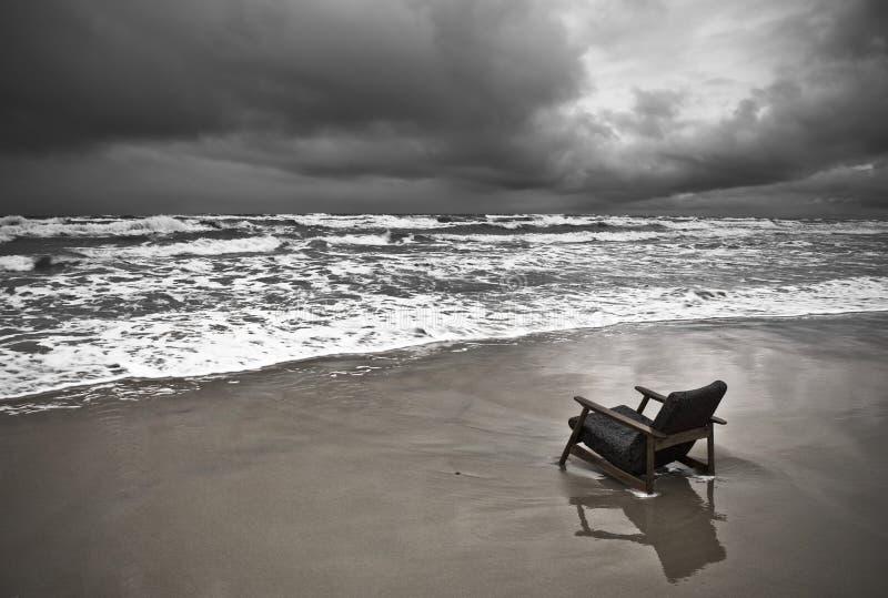 plage sombre photographie stock