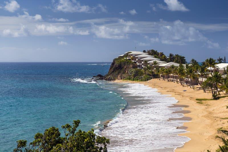 Plage tropicale à l'île de l'Antigua dans les Caraïbe photo stock
