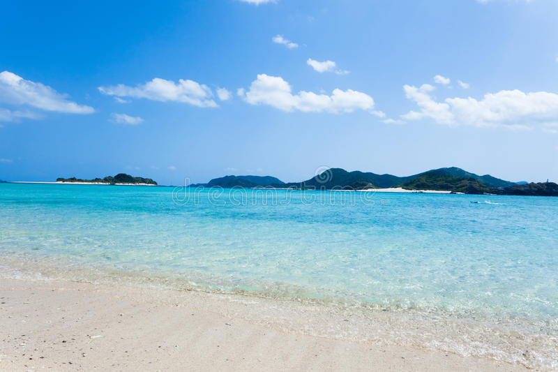 Plage tropicale abandonnée d'île, l'Okinawa, Japon photos libres de droits
