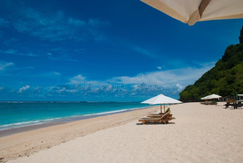 Plage tropicale dans Bali image stock