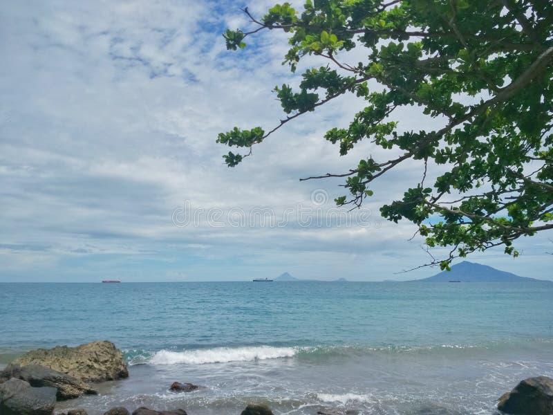 Plage tropicale de paradis en Indon?sie photo libre de droits