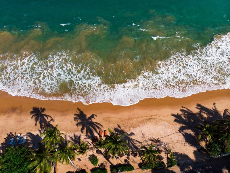 Plage tropicale de Tangalle dans la vue aérienne de Sri Lanka photographie stock